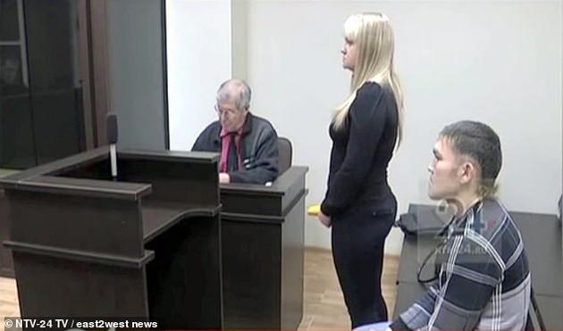 რუსმა ქალმა შეყვარებული დანით დაჭრა, მსხვერპლმა კი სასამართლოზე ნახეთ რა გააკეთა