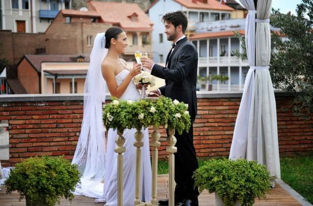 ნახეთ როგორი ქორწილი ჰქონდათ ნიკოლოზ ბასილაშვილსა და მის მეუღლეს ( ვიდეო )