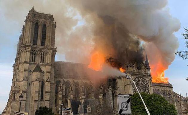 საფეხბურთო საზოგადოება პარიზის ღვთისმშობლის ტაძრის აღსადგენად ერთიანდება